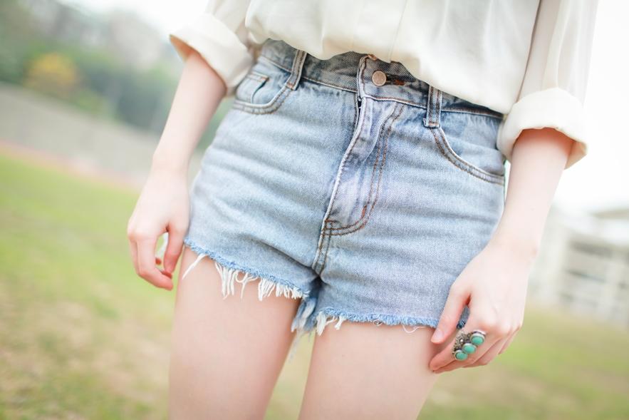 high waisted denim shorts style