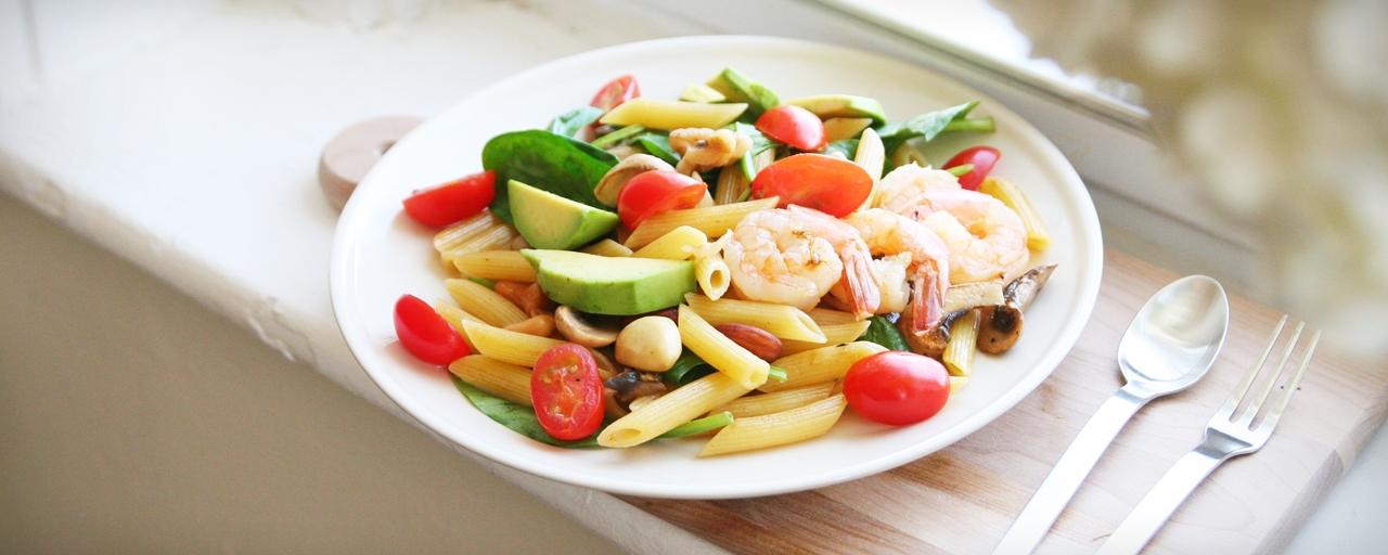 |餐桌風景|蝦仁酪梨溫沙拉麵食