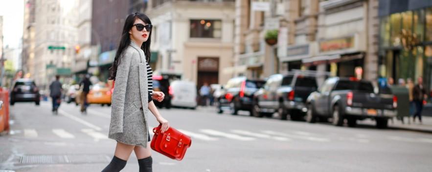 Cambridge Satchel Co 用紅色劍橋包融入曼哈頓的穿衣誌
