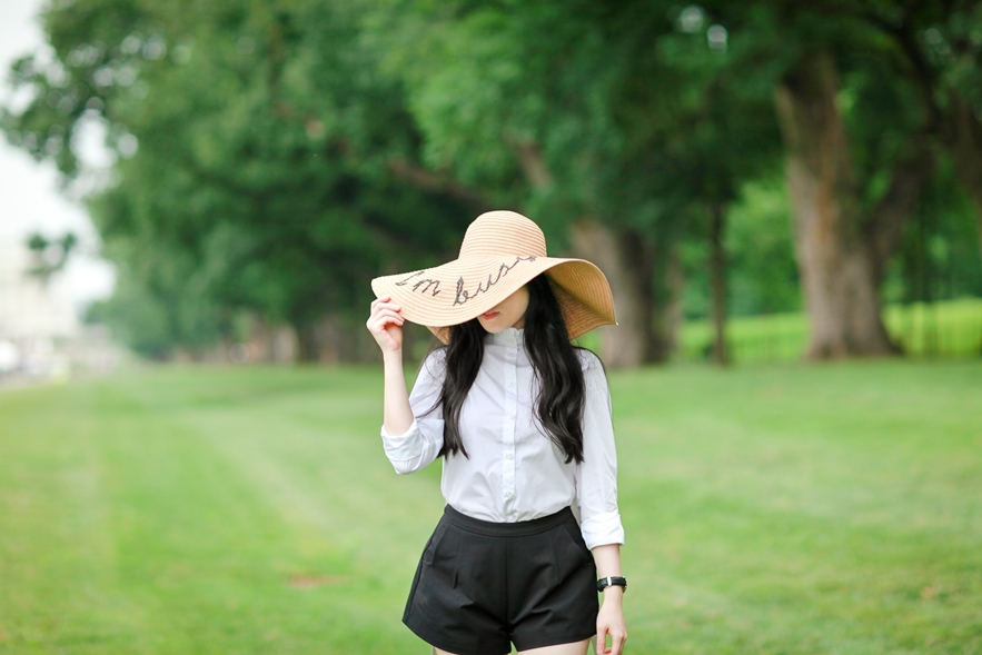 floppy-straw-hat-im-busy