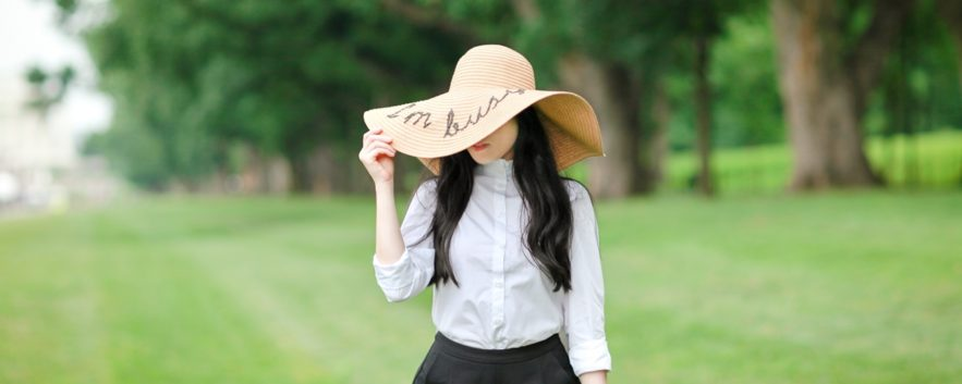 Travel Outfit | I'm Busy Floppy Straw Hat「我很忙」的時尚態度旅行穿搭